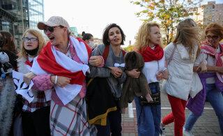 ФОТО | На женском марше в Минске задержали более 200 человек. Среди них — Нина Багинская, один из символов белорусского протеста