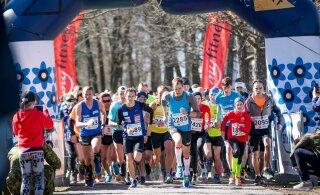 FOTOD | Tallinna Sinilillejooksul jooksis koos presidendiga veteranide auks üle 700 spordihuvilise