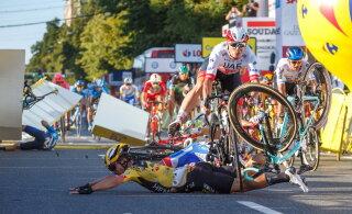 Poola velotuuril raske kukkumise põhjustanud rattur eemaldati kuni uurimise lõpuni meeskonnast