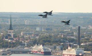 ФОТО | В честь Дня взятия Бастилии: над Таллинном пролетели французские истребители