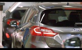 Cobotid võtavad üle: vaata, kuidas robotid üksmeelselt auto kallal toimetavad