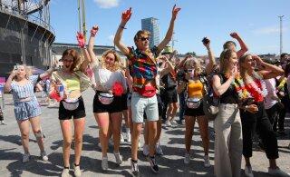 БОЛЬШАЯ ГАЛЕРЕЯ: Имеющий в Эстонии долги фестиваль Weekend собрал в Хельсинки массу народа