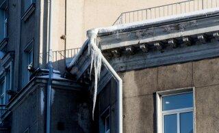 Jurist: puhastage katused lumest ja räästad jääst – ohutuslint ei päästa vastutusest