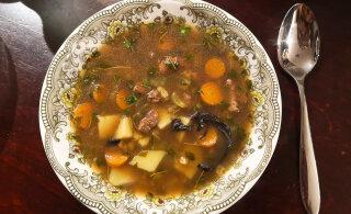 """Kuidas maitseb Britt Paju uue supiraamatu veiselihasupp? """"100 suppi"""" ja teisi kokaraamatuid"""