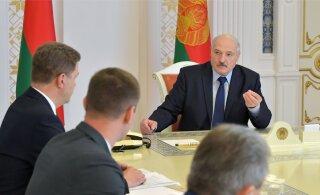 Лукашенко попросил не избивать упавших и лежащих протестующих