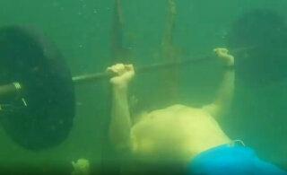 VIDEO | Venemaa püstitati võimas Guinnessi rekord kangi rinnalt surumises vee all