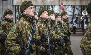 В середине декабря солдат срочной службы отправят в отпуск