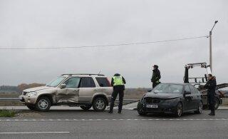 ФОТО | На шоссе Таллинн-Тарту столкнулись BMW и Honda: пострадали два человека