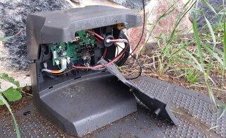 Несчастные случаи с роботами-газонокосилками: от прямого попадания молнии до утопления в пруду
