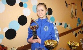 15-летняя штангистка из Кохтла-Ярве установила три взрослых рекорда Эстонии