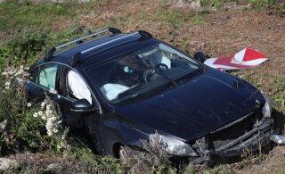 ФОТО | ДТП в Ласнамяэ: водитель выпал из машины и сбежал с места происшествия
