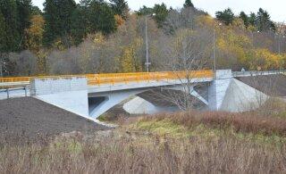 На мосту Люкати автомобиль врезался в ограждение