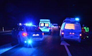 В Ида-Вирумаа водитель заснул за рулем и совершил аварию: три человека в больнице