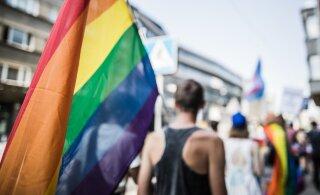 Петицию в поддержку однополых браков подписали уже около 27 000 человек