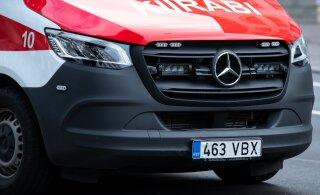 В Ласнамяэ фургон сбил пожилую женщину. Она переходила дорогу в неположенном месте