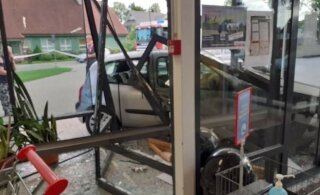 ФОТО | В Куусалу в магазин въехали на автомобиле