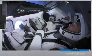 Старт первой пилотируемой ракеты Илона Маска отложен