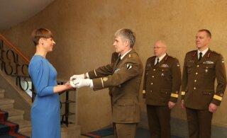ФОТО | Новая традиция: президент передает меч к параду в честь Дня независимости ЭР