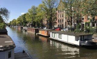 В Нидерландах у эстонки забрали ребенка: они жили в плавучем доме без водопровода