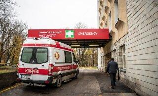 В Ласнамяэ Land Rover врезался в столб: водителя доставили в больницу