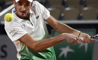 French Openi suurim üllatus: maailma viies reket langes elu võidu saanud ungarlase vastu