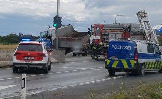 LUGEJA FOTOD ja VIDEO | Lagedil põrkasid kokku kaks veokit, liiklus on sündmuskohal suletud