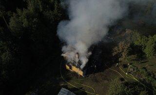 ФОТО | В Рапламаа пожар лишил семью дома и собаки