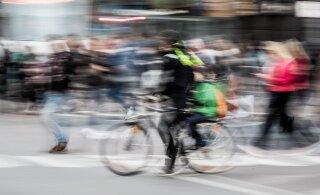 В Йыхви автомобиль сбил 13-летнего велосипедиста. Водитель скрылся, но потом вернулся
