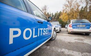 ВИДЕО | В Таллинне голый молодой человек прыгал на крыше полицейской машины