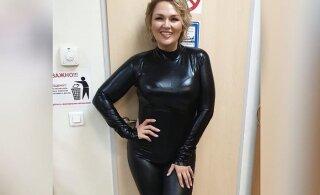 Похудевшая на 30 кг звезда Comedy Woman похвасталась стройной фигурой в латексе
