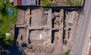 ФОТО и ВИДЕО | В Хаапсалу во время строительства дома обнаружили средневековые погребы