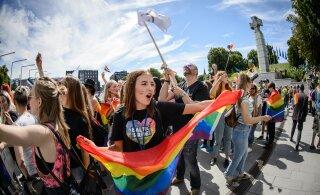 В Нидерландах из-за коронавируса отменили гей-парад