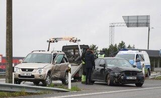 ФОТО: В Вильяндимаа столкнулись два автомобиля. Водители отделались легким испугом