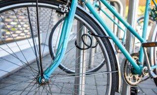 В Пыхья-Таллинне пьяный велосипедист попал под автобус