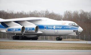 ФОТО | В Таллинне приземлился самолет с масками и респираторами из Китая