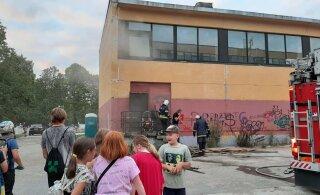 FOTOD | Tallinna Arte gümnaasiumi võimlas puhkes tulekahju