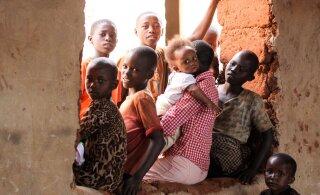 Ugandalannast 44 lapse emal keelati sünnitamine ja arstid on otsustanud ta emaka eemaldada