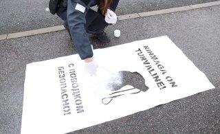 VIDEO   Politsei kutsub üles olema hooliv kogukonnaliige ja loomaomanik: tänavaid kaunistavad nüüd verivärsked ja armsad märgid