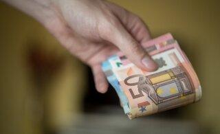 Читатель спрашивает: можно ли выплачивать зарплату наличными?