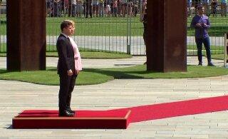 ВИДЕО: Как Меркель трясло на встрече с Зеленским. Всему виной обезвоживание