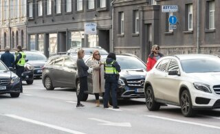 В Таллинне на Нарвском шоссе произошли две аварии, движение нарушено