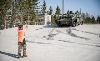 ФОТО: В Тапа прибыла военная техника из Франции
