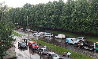 ВИДЕО ЧИТАТЕЛЕЙ | Таллиннские дороги затопило, машины глохнут