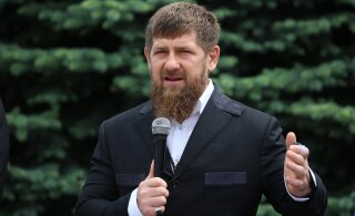 ВИДЕО: Стрельба у резиденции Кадырова в Грозном, застрелен человек