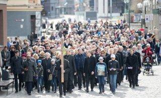 FOTOD | Suur ristitee: kristlased kõndisid Tallinna vanalinnas kirikust kirikusse