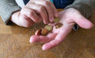 Женщина возмущена: людям не на что жить, многие в кредитах, а пенсионные накопления нам не отдают!