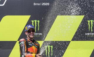 Põneval Brno MotoGP-l triumfeeris üllatuslikult sarja uustulnuk