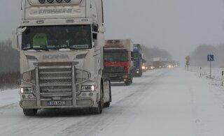 Ettevaatust liikluses! Teed muutuvad jäävihma ja lörtsi tõttu erakordselt libedaks