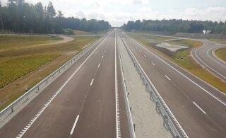 ИСТОРИЧЕСКИЙ МОМЕНТ | Открыт новый отрезок трассы Таллинн - Тарту. Водители довольны: сигналят и поднимают большой палец вверх