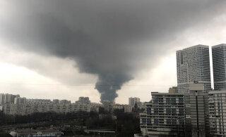 ВИДЕО | В Москве полыхает склад: пожар локализовали на 7000 квадратных метров